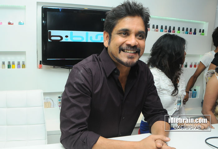 Nagarjuna inaugurates b blunt salon at banjara hills for Adhuna akhtar salon
