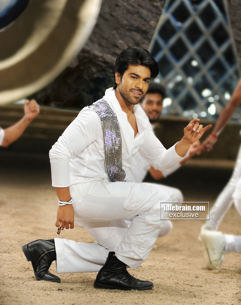 Naayak Photo Gallery Telugu Cinema Ram Charan Kajal