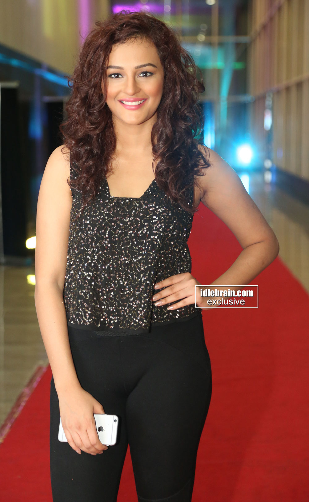 Seerat Kapoor shows her V shape pussy in tight Pants - Hot