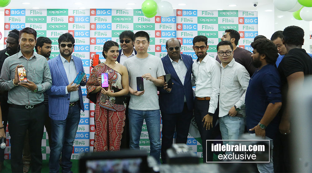 Samantha launches Oppo F11pro at Big C Mobiles, Vijayawada
